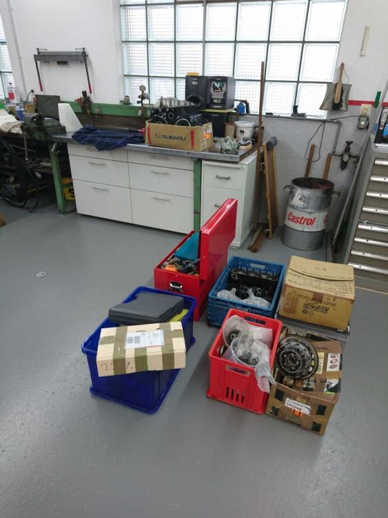 Werkzeug und 4 Kisten Teile.jpg